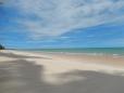 Águas cristalinas e areia branca o ano todo.